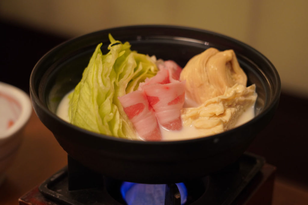 朝食の豆乳湯波鍋