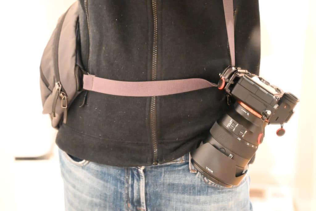 アークテリクス マカ2に装着するとカメラが下がってくる