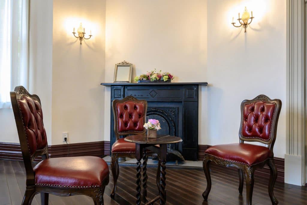 ラインの館の室内には当時の机や椅子が展示, Nikon Z 6 + Nikkor Z 14-30mm f/4 S