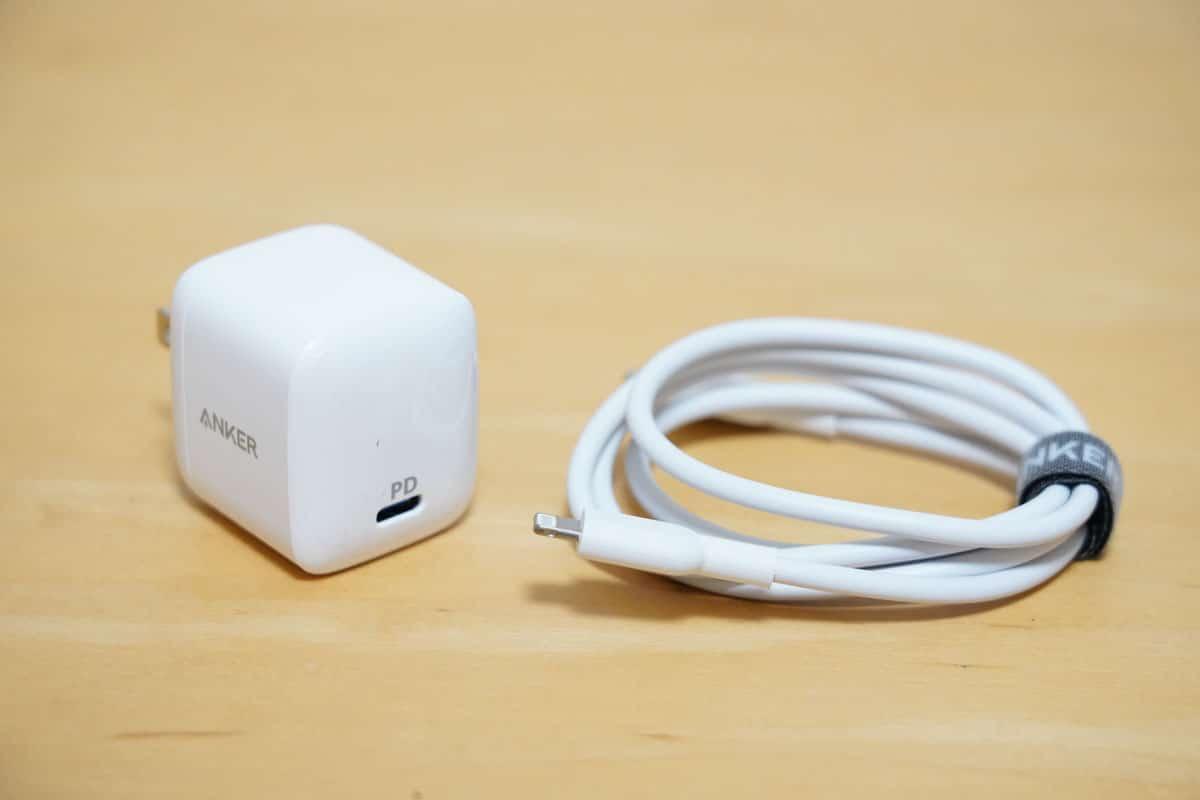 USB PD対応急速充電器とケーブル